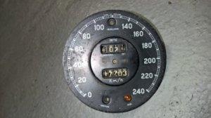 Cadran de compteur de vitesse en kilométres/heure avec mécanisme incomplet. VENDU