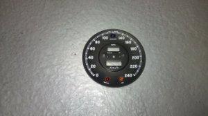 Cadran de compteur de vitesse en kilométres/heure. VENDU