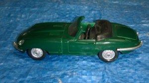 JAGUAR Type E Série 1 cabriolet     MAISTO au 1/43°