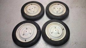Lot de 4 roues montées avec des pneu de 135 x15 pour Citroën 2cv.